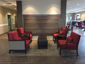 Comfort Inn & Suites - Lobby Sitting Area  - #0