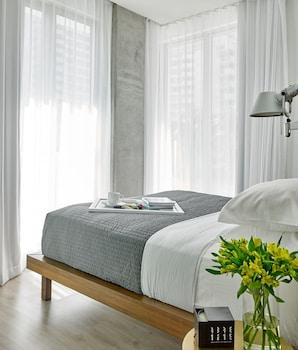 Corner One Bedroom Suite - With Standing Balcony