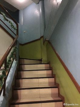 BUEN-BELLA PENSION HOUSE Staircase