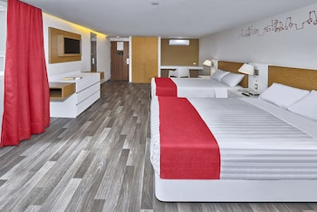 Standard Room, 2 Double Beds