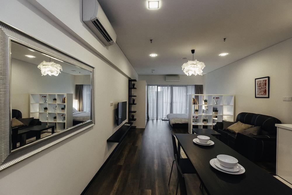 Hotel Mercu Summer Suites by JJ Cozy Homes