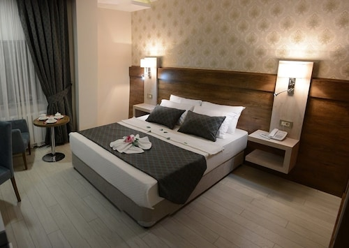 . White Star Hotel