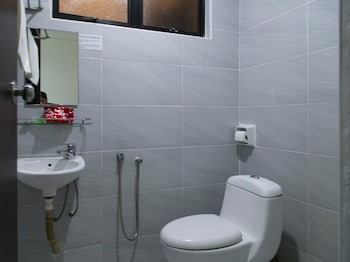 OYO 195 Merlin Hotel - Bathroom  - #0