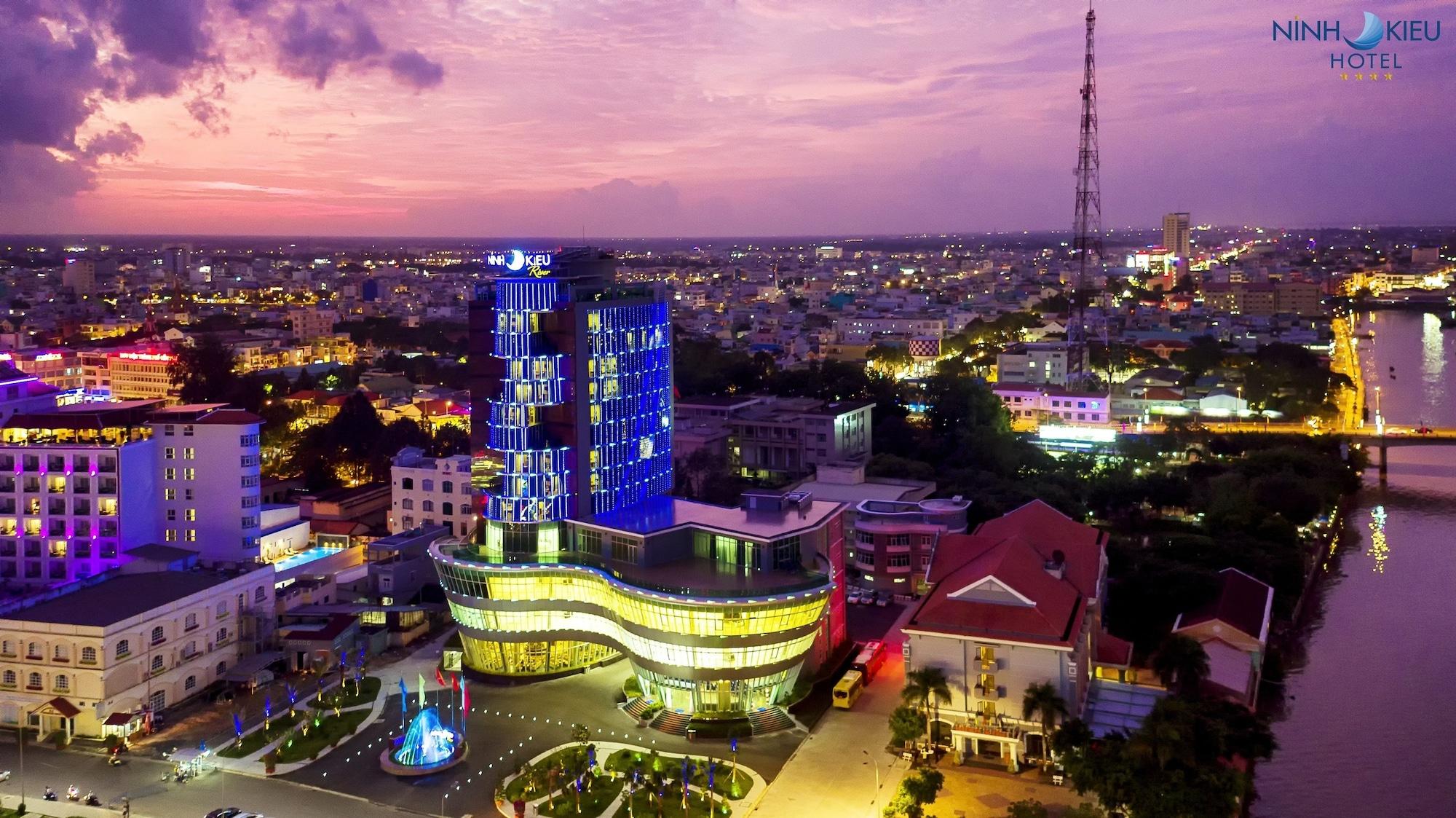 Ninh Kieu Riverside Hotel, Ninh Kiều
