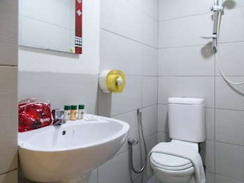 OYO 204 I Biz Hotel - Bathroom  - #0