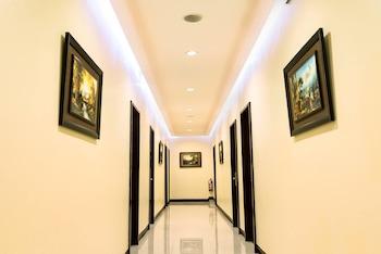 WINZELLE SUITES Hallway