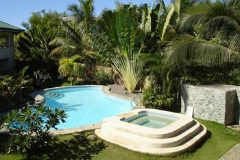 ALONA SWISS RESORT Outdoor Pool