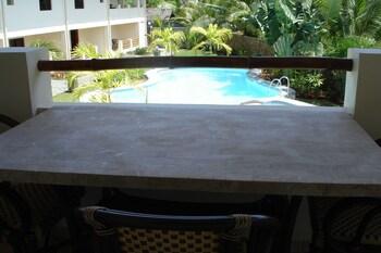 ALONA SWISS RESORT Terrace/Patio