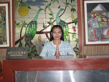 ホテル ペルウィタ サリ