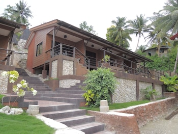 LANTAWAN RESORT Front of Property