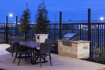 BBQ/Picnic Area at Residence Inn by Marriott Dallas Plano/Richardson in Plano