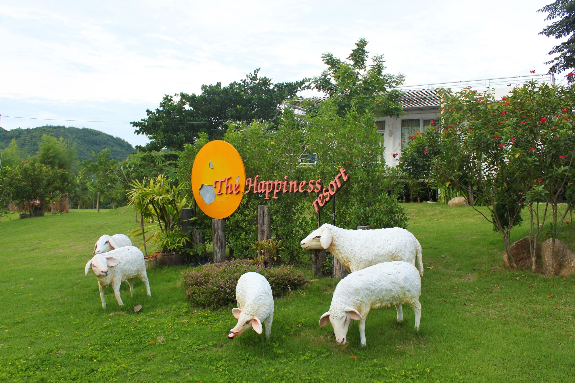 The Happiness Resort, Suan Phung