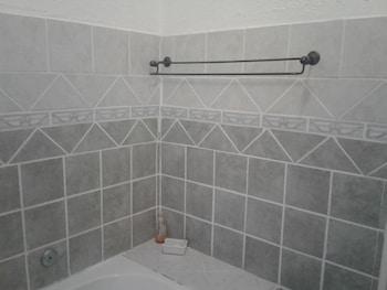 Road View Lodge - Bathroom  - #0