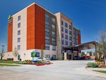 Holiday Inn Express & Suites Moore photo