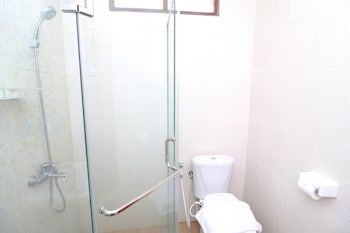 Airy Syariah Sleman Ambarrukmo Nogorojo 15 Yogyakarta - Bathroom  - #0
