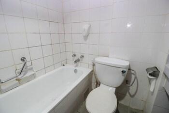 Airy Komplek Batam Sentosa Raya Ali Haji Batam - Bathroom  - #0