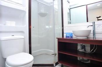 Airy Denpasar Selatan Kerta Dalem Sidakarya Bali - Bathroom  - #0