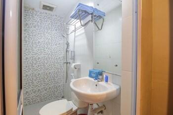 Airy Eco Nagoya Komplek Bumi Indah Blok Empat 42 Batam - Bathroom  - #0