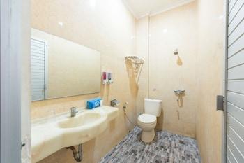 Airy Siranindi Sis Al Jufri 17 Palu - Bathroom  - #0