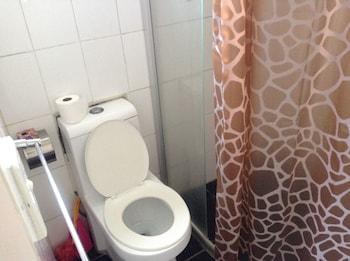 Crown Towers Apartments - Bathroom  - #0