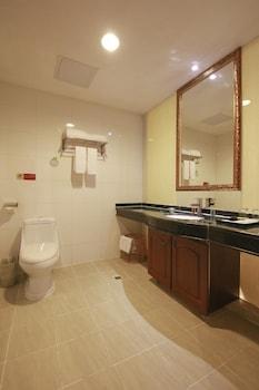 Vienna Hotel Shengping Branch Shenzhen - Bathroom  - #0