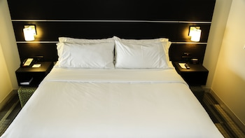 Deluxe Room, 2 Queen Beds, Accessible, Non Smoking (Roll-In Shower)
