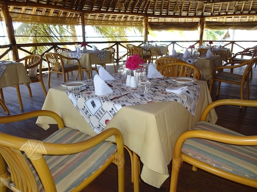 Barry's Beach Resort, Pangani