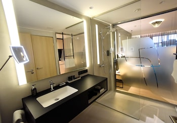 Radisson Blu Hotel, Mannheim - Bathroom  - #0