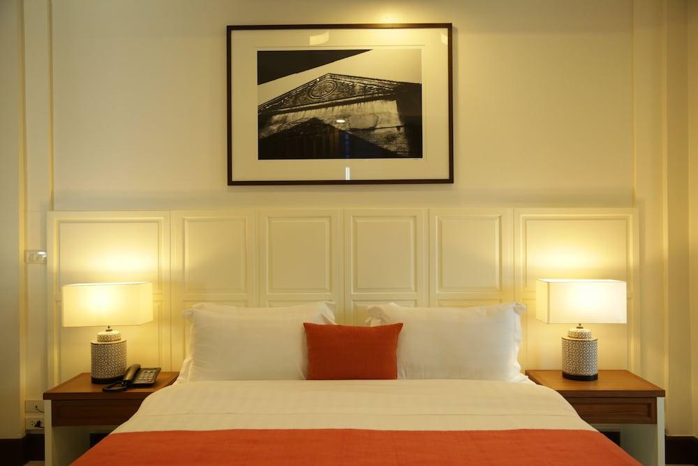 Nandha Hotel, Wattana