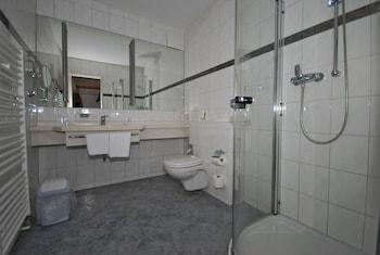 Etzhorner Krug Hotel u. Gaststätten - Bathroom  - #0