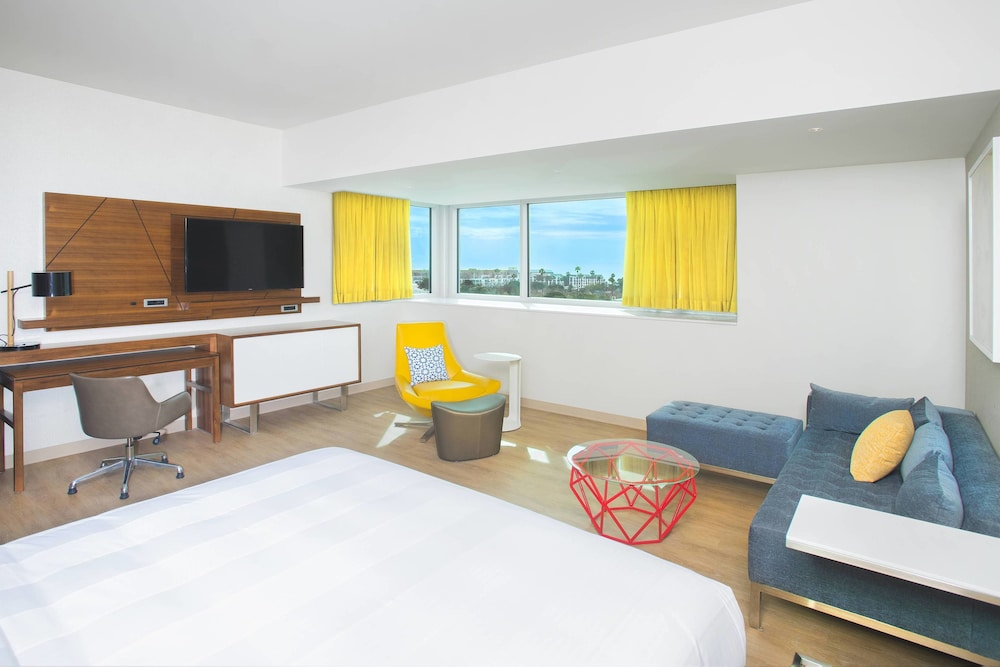 https://i.travelapi.com/hotels/17000000/16130000/16121100/16121005/d5568cfb_z.jpg