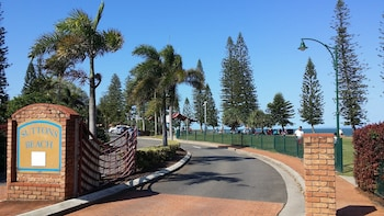 Suttons Beach Holiday Let - Exterior  - #0