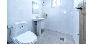 Cardinal House - Bathroom  - #0