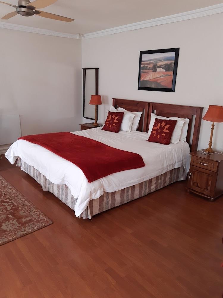 https://i.travelapi.com/hotels/17000000/16130000/16126300/16126267/39f5fd79_z.jpg