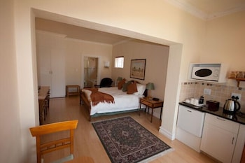 https://i.travelapi.com/hotels/17000000/16130000/16126300/16126267/9a69a6da_b.jpg