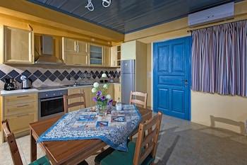 Sarakinas Residences - In-Room Kitchen  - #0