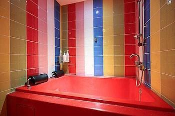V1 Story - Bathroom  - #0