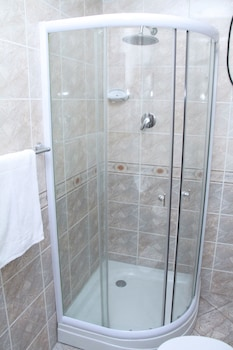 SolMile Family Guest House - Bathroom Shower  - #0