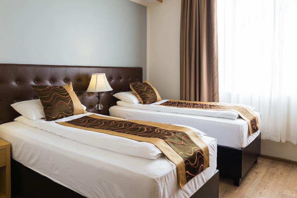 https://i.travelapi.com/hotels/17000000/16150000/16149600/16149556/31fc2b77_z.jpg