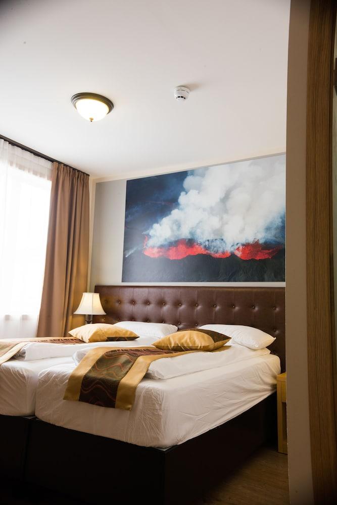 https://i.travelapi.com/hotels/17000000/16150000/16149600/16149556/60fc61f8_z.jpg