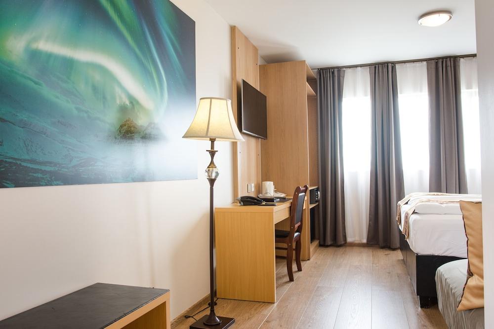 https://i.travelapi.com/hotels/17000000/16150000/16149600/16149556/9956e53a_z.jpg