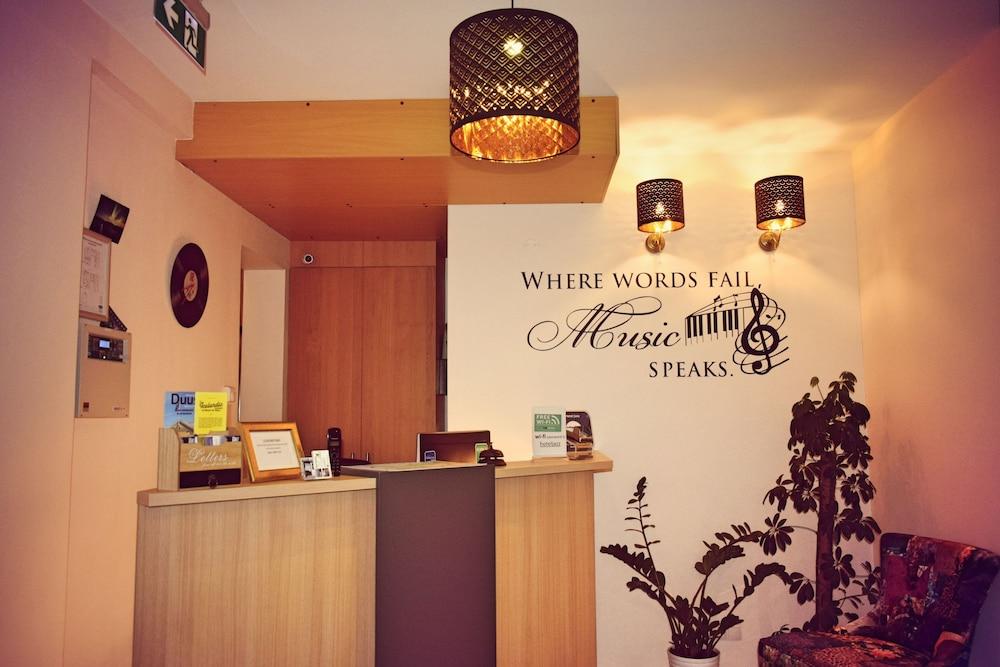 https://i.travelapi.com/hotels/17000000/16150000/16149600/16149556/f3c930a1_z.jpg