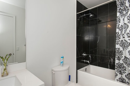 Elite Suites 1 Bedroom Townhouse Condo offered by Short Term Stays, Toronto