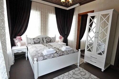 W. House Kadikoy, Kadıköy