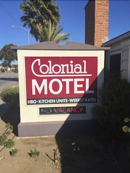 Hotel - Colonial Motel
