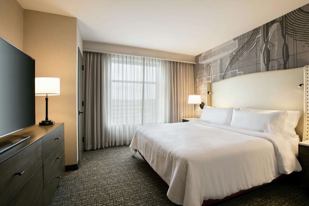 Suite, 1 King Bed, Accessible (Conference - Roll-in Shower)