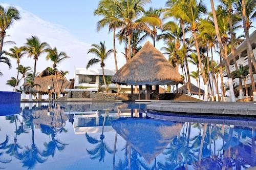 . Canadian Resorts Acapulco