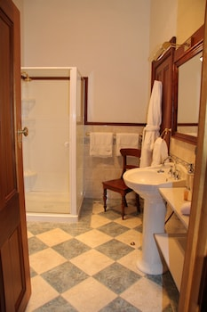 Jensens Bed and Breakfast - Bathroom  - #0