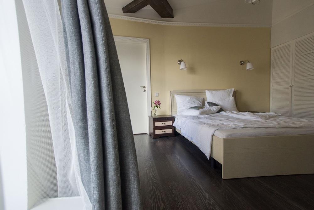 https://i.travelapi.com/hotels/17000000/16190000/16180100/16180047/042892a8_z.jpg