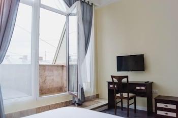 https://i.travelapi.com/hotels/17000000/16190000/16180100/16180047/c4a750c5_b.jpg